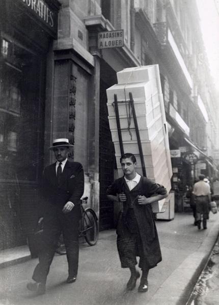 Een handelsreiziger met zijn monsters in Parijs [1934], foto 4, Parijs