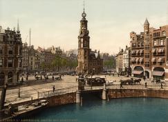 SFA003018016 Amsterdam in Photochrome, omstreeks 1900. De Munttoren aan het Muntplein,aan de Amstel en het Singel, tegenwoordig de bloemenmarkt. Nederland, Amsterdam.