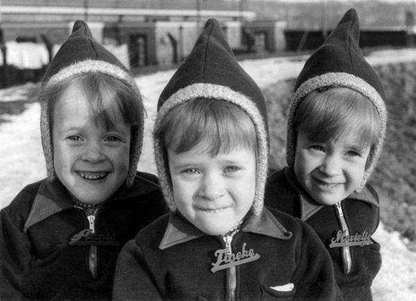 Zwolse drieling Annie, Tineke en Marietje Moezelaar 17-2-1942