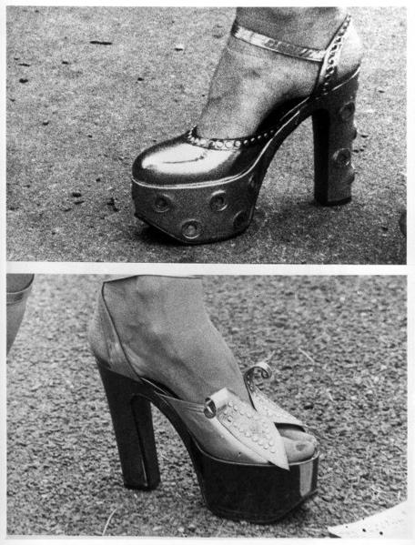SFA001013605 Damesmode. Schoenen met plateauzolen, gefotografeerd tijdens de paardenraces te Ascot. Engeland,  20 juni 1973.