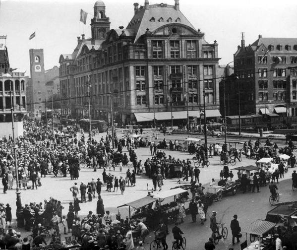 SFA001007022 Vorstenhuizen : Koningshuis Nederland : Viering van Koninginnedag op 31 augustus 1926 op de Dam in Amsterdam.