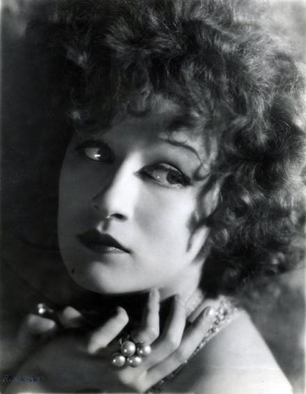 Filmsterren. Portret van een Amerikaanse filmster. 1928. Plaats onbekend.
