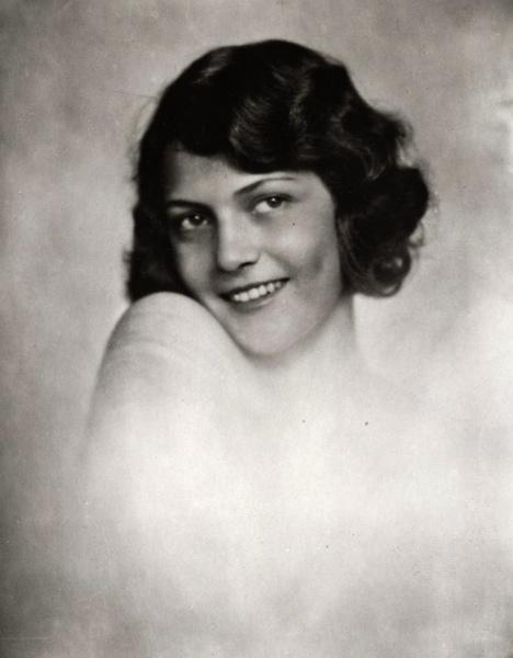 SFA022829087 Missverkiezingen. Portret van Eva von Szaplonczay Miss Hongarije.  1930.  Plaats onbekend.