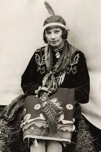 SFA022829105 Missverkiezingen. Miss Grinnell, verkozen tot de mooiste Indiaanse. Zij behoort tot de Pottawatomee stam uit Kansas. Verenigde Staten van Amerika, Kansas, 1929.